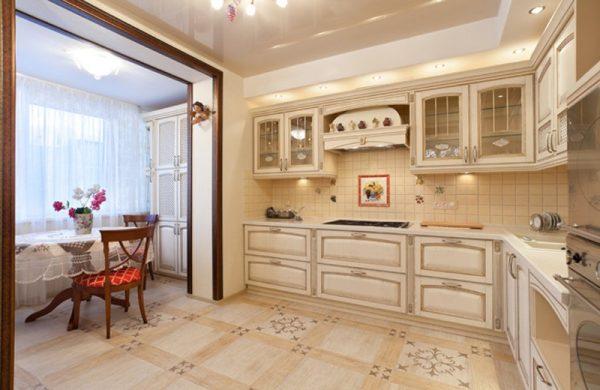 Дизайн кухни с аркой на балкон