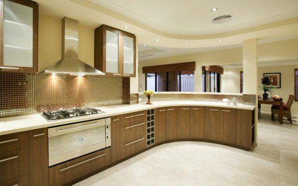 Просторная кухня фото