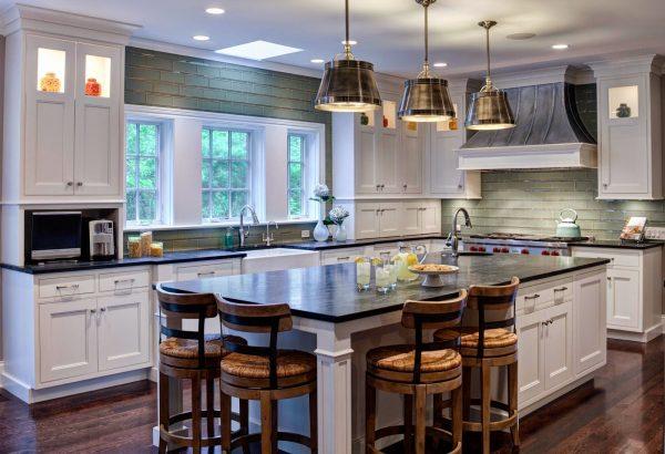 Стильные кухни в домах