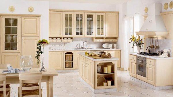 Просторная кухня-гостиная в цвете беж