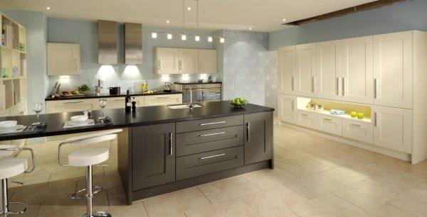 Бежево-грифельный интерьер в кухни