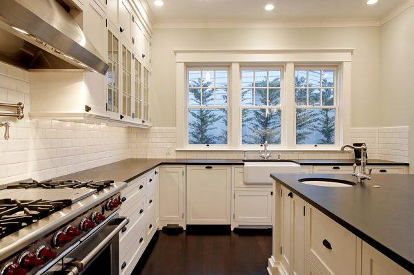 Окно в кухне фото