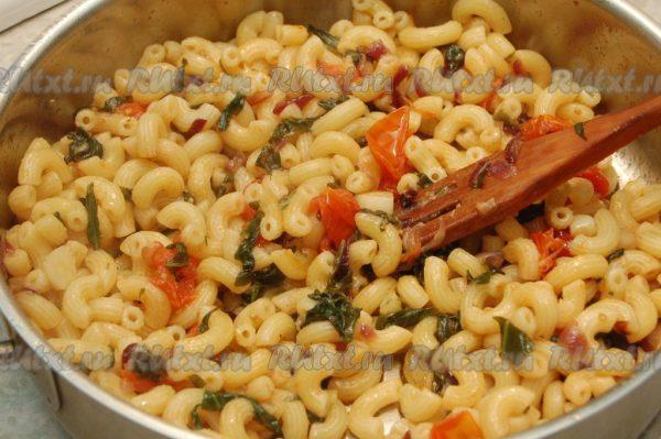 Макароны с помидорами и чесноком - 6 пошаговых фото в рецепте