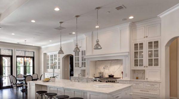 Как расположить светильники на кухне 10 кв м?
