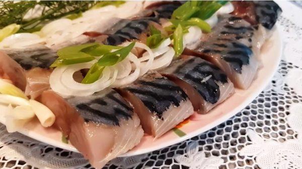 Скумбрия домашнего посола – простой рецепт рыбки, которая тает во рту!