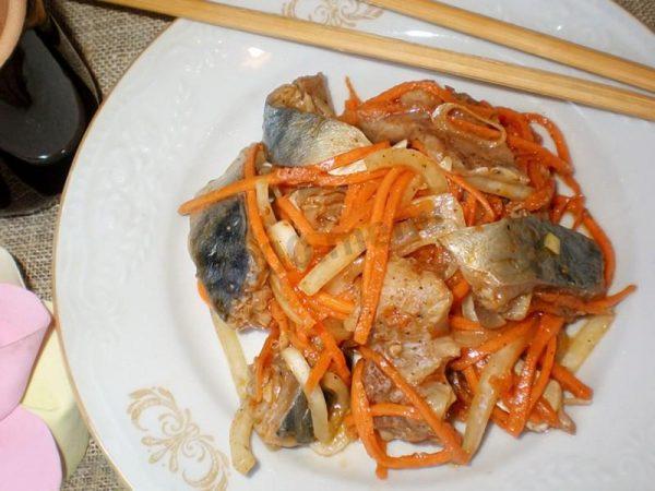 Хе из скумбрии по корейски с соевым соусом, паприкой и луком рецепт с фото
